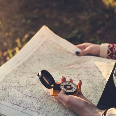 checkliste-wanderurlaub-kompass-wanderkarte