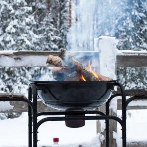 Grill-im-winterlichen-Garten